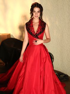 Everyone loves a lady in red. #Reign #Fashion