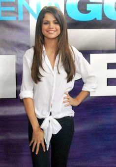 selena gomez straight hair    Selena Gomez Heads to the Mall With Long Straight Hairstyle ...