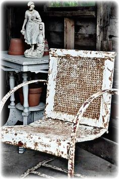 tattered metal lawn chair...must ask mom & dad to see if they still have these!