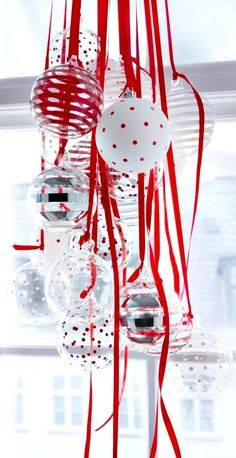 Christmas table decoration ideas Chandelier Red, white & silver ornaments ToniK Տ℮ʈ ìʈ Up
