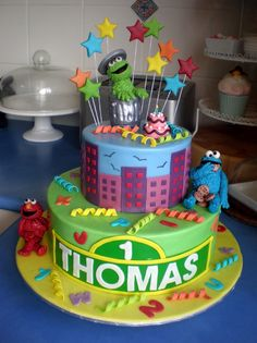 What a cute cake! I would love this for the boys' first birthday!