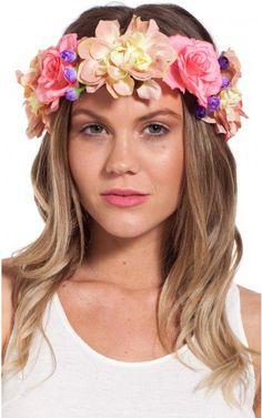 Loosen waves with a flower garland. Love it! #festivalfashion #spring #summer #fashion #hairstyles #cutehair