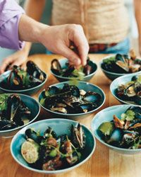 Steamed Mussels, Thai style--combines all my fave ingredients: beer, coconut milk and spicy Thai chiles!  And so easy to make too.