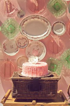 vintage plates, french bistro, baby shower cakes, vintage weddings, pink cakes