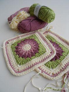 Crochet by Jolien: Pattern Rosie Posie potholders. ☀CQ #crochet #grannysquare #mandella #motifs