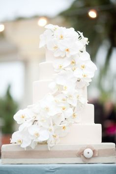 White-Orchid-Wedding-Cake