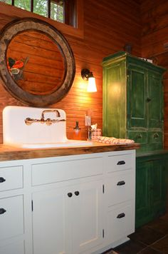 Rustic Cabin - traditional bathroom