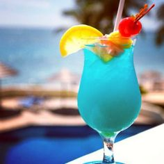 Tropical cocktails on my beach vacation?  Yes, please!  And they're all-included...