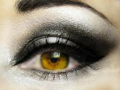 love black smokey eyes