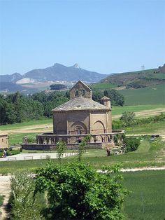 Sur le chemin de Compostelle - chapelle octogonale datant d'environ 1170 Santa Maria de Eunate Espagne