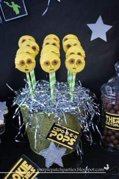 C3P0 Oreo Pops at a Star Wars party #starwars #c3po