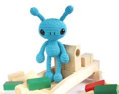 PATTERN: Alien - Cute amigurumi alien - Crochet pattern - Easy crocheted toy tutorial - EN-032