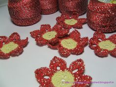 Crochet metallic flowers