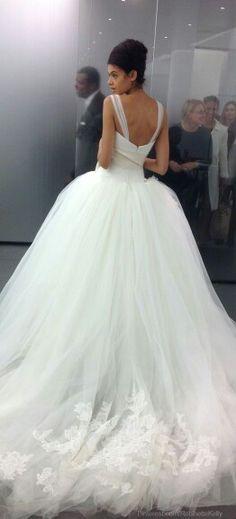 Vera Wang wedding dress. Gown.
