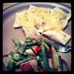 Tiffanysblogs recipe for yummy healthy chicken enchilada ravioli.