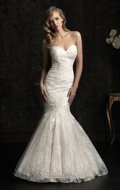 love the sweetheart cut and the mermaid bottom.. dream wedding dress for real