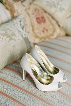 Chaussures de mariage / wedding shoesClassic White Freya Rose Shoes