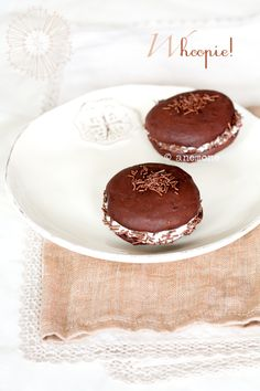 pretty chocolate whoopie pies