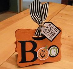 10/16/2009; Lee Ann Greff at 'Flowerbug's Inkspot' blog using SU products; Boo bag front; Top Note die
