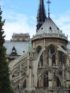 Back_of_Notre_Dame_de_Paris