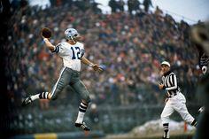© Neil Leifer     Roger Staubach / Dallas Cowboys vs. Minnesota Vikings     Bloomington, MN - December 1, 1971