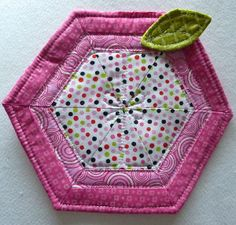 Adorable Apple Hot Pad - his tutorial shows you how to make a potholder that is a great addition to your DIY kitchen decor.