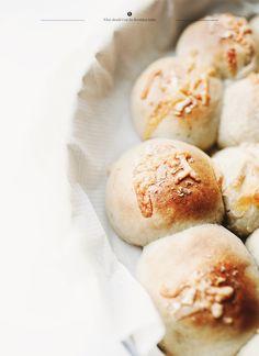 Bread rolls with mozzarella cheese