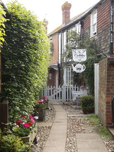 This is Cobbles Tea Room in the beautiful Cinque Port town of Rye in East Sussex, it's tucked away in Hylands Yard opposite The Old Bell, they have the lovliest hidden garden at the back and do a delicous cream tea (photo by me)