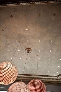 Bruxelles Bucolique Par Aude Bunetel / Photos: Karel Balas -love the 3 lamps from one and the star ceiling