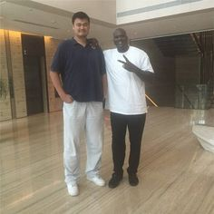 Yao makes Shaq look positively short