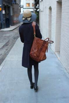 Love the whole outfit: hat, bag, coat and shoes :)