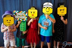 Lego birthday party - Lego photo booth