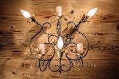 Applique a 3 luci con volute, boccoli in ottone e candele ornamentali - in ferro battuto decorato a mano