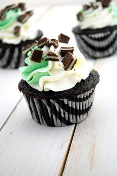 Love the two-tone icing on these delicious Chocolate Mint Cupcakes. #cupcakes #chocolate #mint #food #dessert #baking #green #St_Patricks_Day