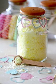 How to make kitchen sugar scrub that makes your entire house smell good and your hands soft
