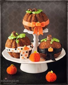 cute pumpkin cakes would be cute for thanksgiving also.