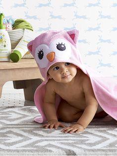 Make Baby's bath time a hoot with the Circo hooded owl bath towel.