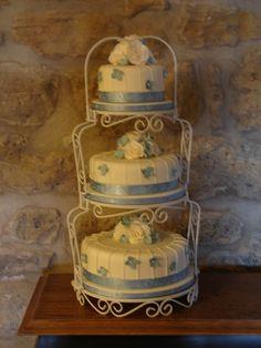 Graceful Tiers Wedding Cake Stand