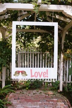 Such a cute idea to replace a photo booth! #TOMSwedding