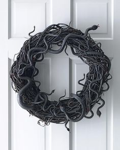 OMG, I love this Halloween wreath! So simple and spooky