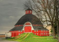 The Old Round Barn of Ohio, by Pamela Baker, Logan County, Ohio, built in 1908
