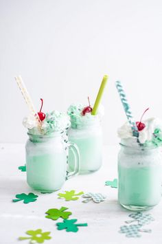 This mint chip ice cream soda from guest blogger Kadee Morrison makes St. Paddy's Day bubbling with sweetness | CherylStyle.com