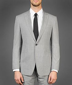 One button peak lapel jetted pocket suit.