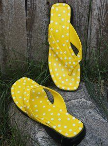 Revamp a pair of plain flip flops with this #DIY project! Make a pair of Polka Dotty Sandals using simple paint and stickers.