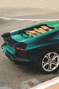 Sexy Green Lamborghini Aventador