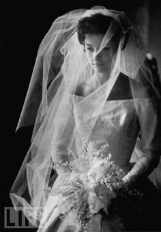 Another stunning bridal look from the 50's. This one appeared in LIFE magazine in 1951. Discovered at BunchesofBliss.com