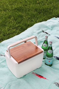 I want this!!!! #diy modern and very cool cooler #toocute #white