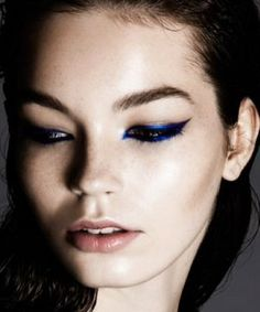 Thanks to makeup artist Beau Nelson, we can officially add cobalt blue eyeliner to our list of winter-perfect makeup looks. This precise, ex...