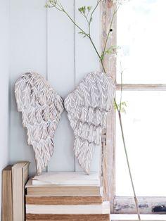 ... carved angel wings ...