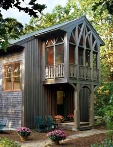 love this screened porch over the entryway/backdoor